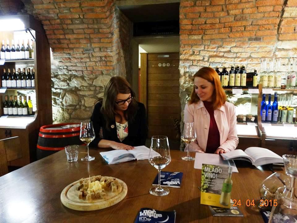 literarno-vinski-vecer-vinoteka-svetinjska-klet-10_kud-prasila