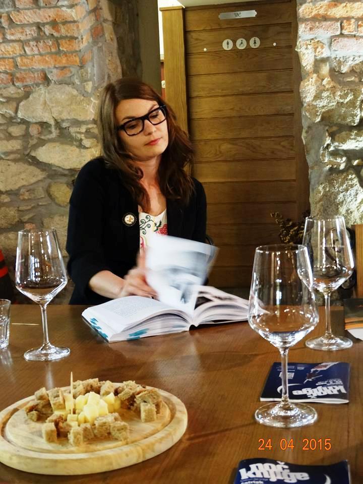 literarno-vinski-vecer-vinoteka-svetinjska-klet-7_kud-prasila
